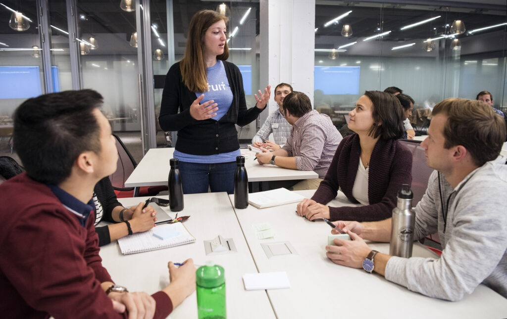 Alumna Leah Wetzel talking with MBA students