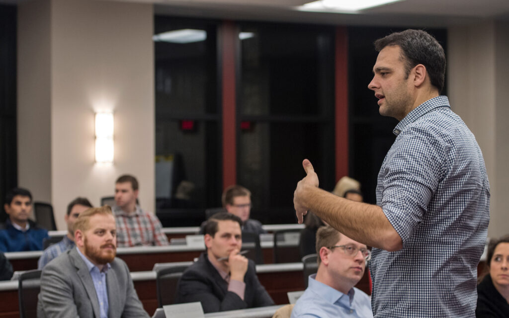 Professor Fabio Gaertner teaches an accounting class
